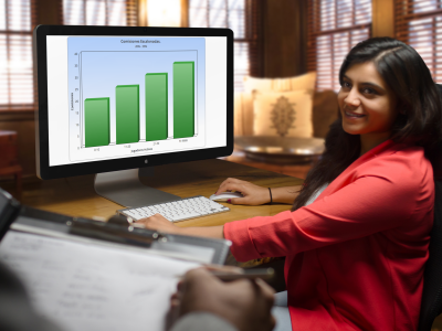 mockup-of-a-young-businesswoman-at-the-office-using-an-imac-a5148